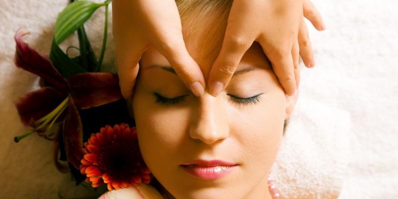 Massage der Stirn