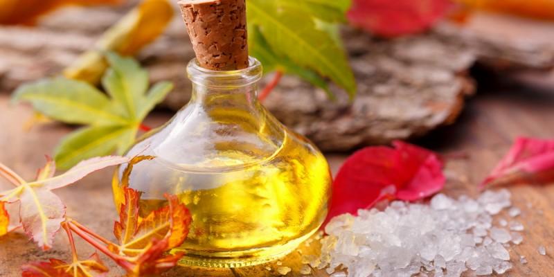 Fläschchen mit Öl für die Massage