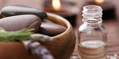 Massagelotionen und duftende Öle