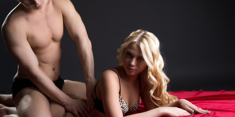 Mann macht erotische Massage