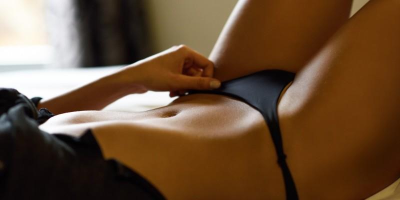 Sexy Frau wartet auf Massage