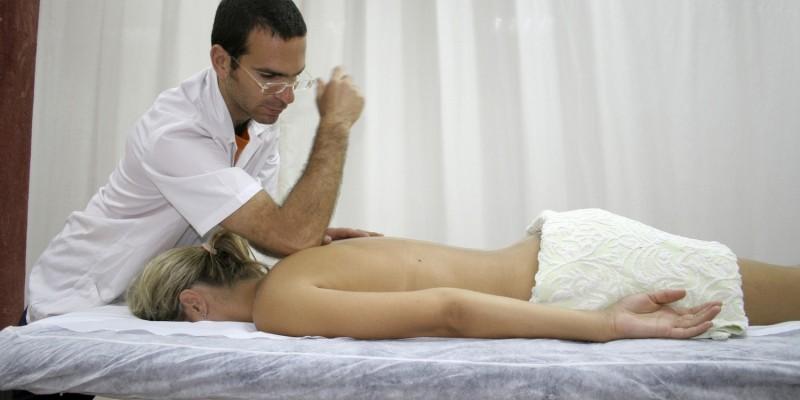 Auf der Massageliege